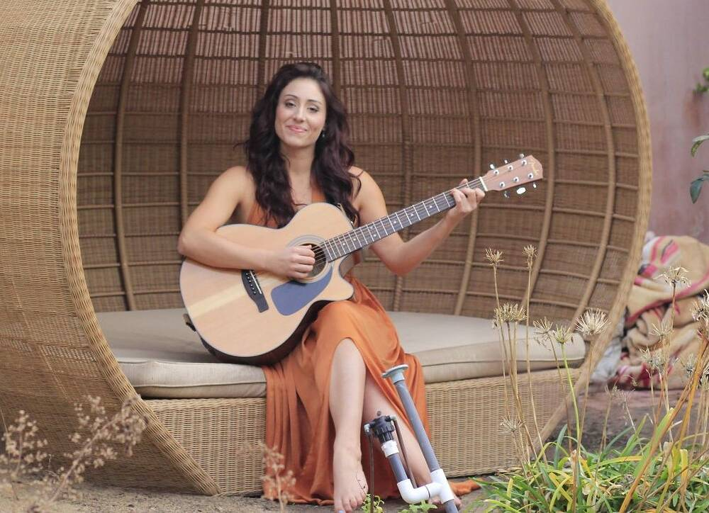 Larisa Gosla with Guitar